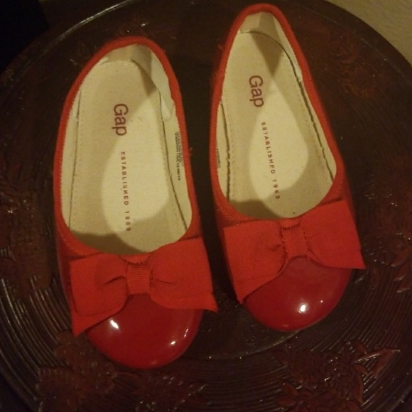 GAP Baby Toddler Girl Size 18-24 Months Red Patent Leather Mary Jane Flats Shoes